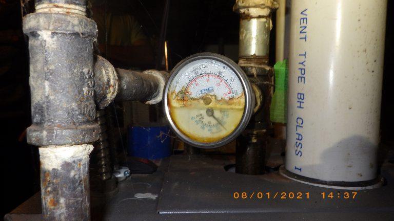 Présence d'eau à l'intérieur du manomètre du système de chauffage